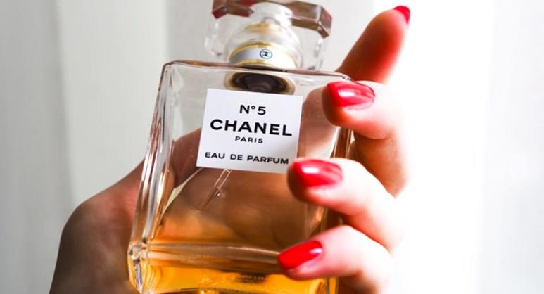 Duty Free – Perfumes and Fragrances
